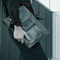 モブリス Wax Leather Clutch Bag