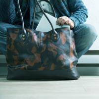 モブリスのCamo Leather Tote Bagトートバッグ