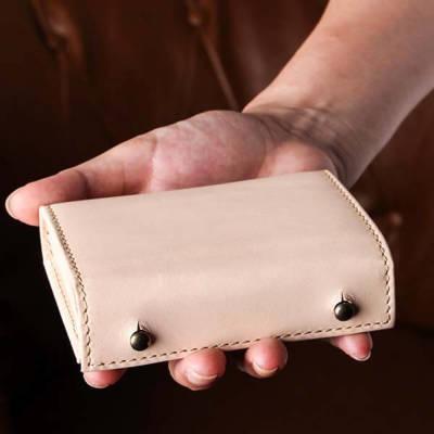 エムピウの二つ折り財布